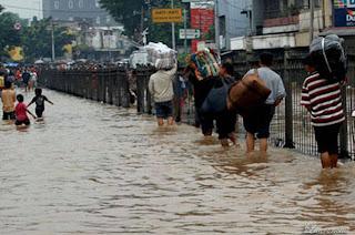 Gambar-Jakarta-Saat-Digenangi-Banjir-2013_2