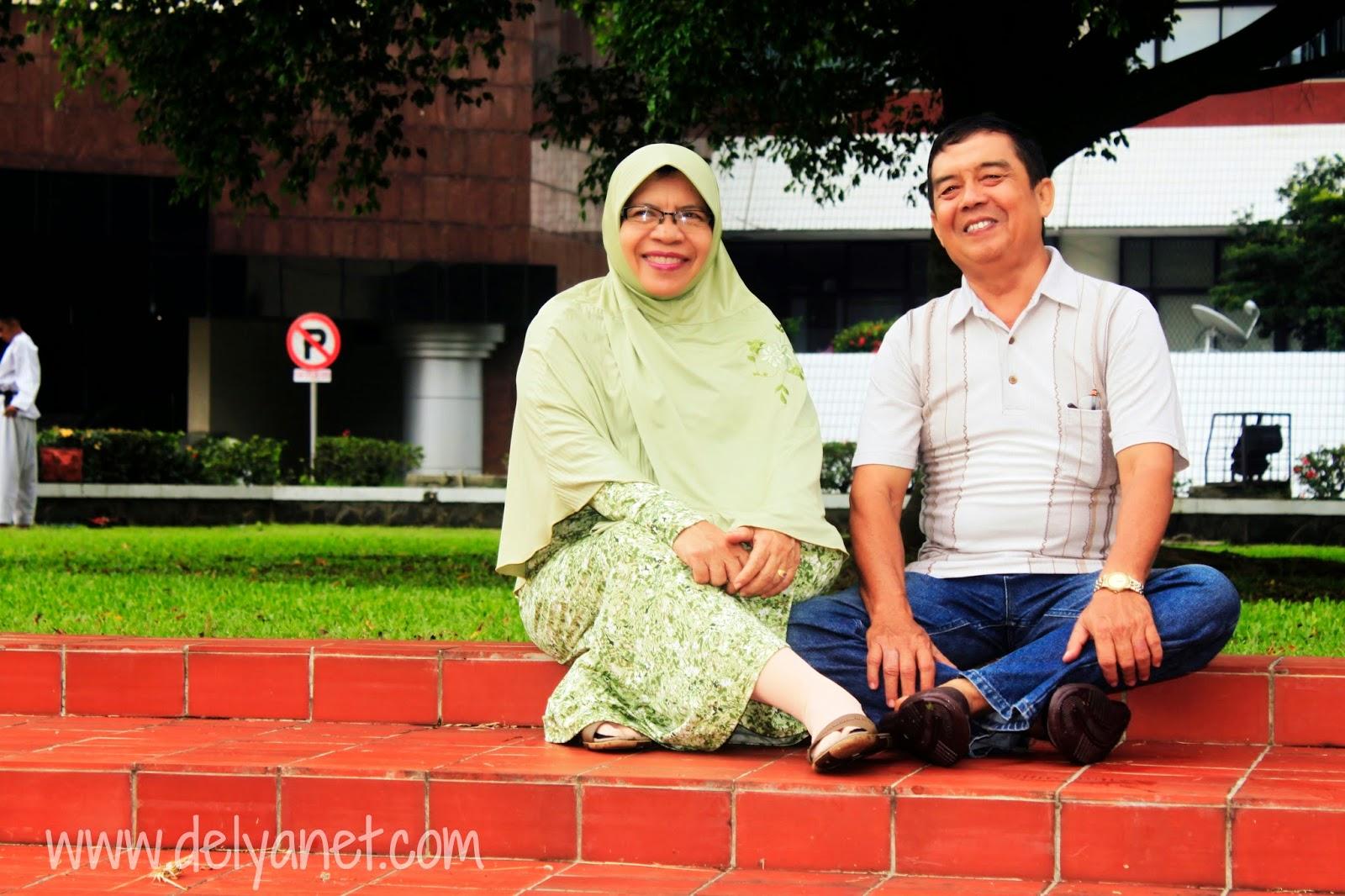 Mama' dan Bapak Jalan ke Kampus IPB