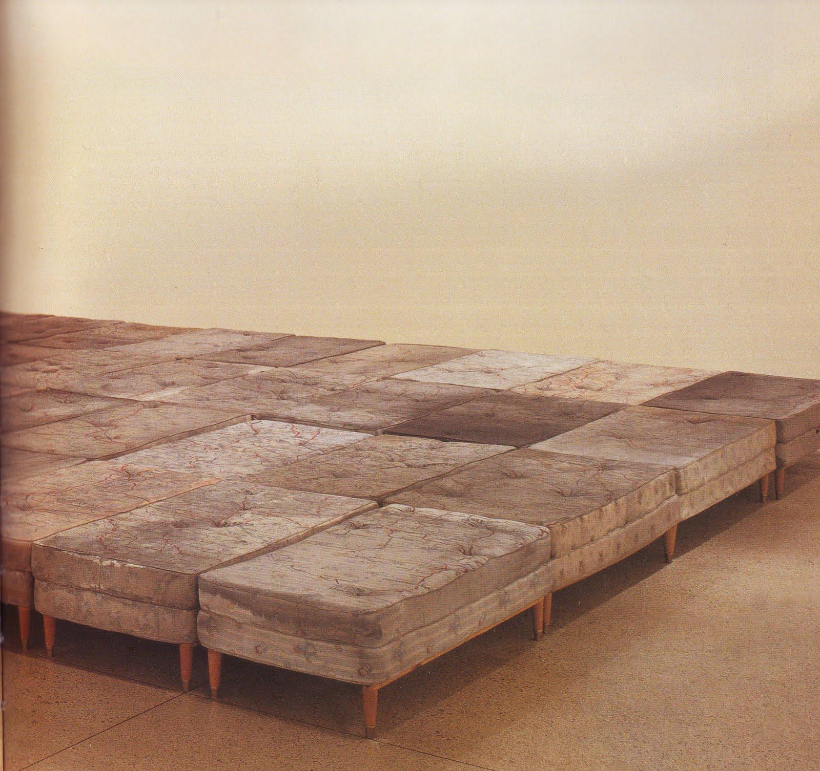 Ccl obras el viaje de una cama en guillermo kuitca - Camas de obra ...