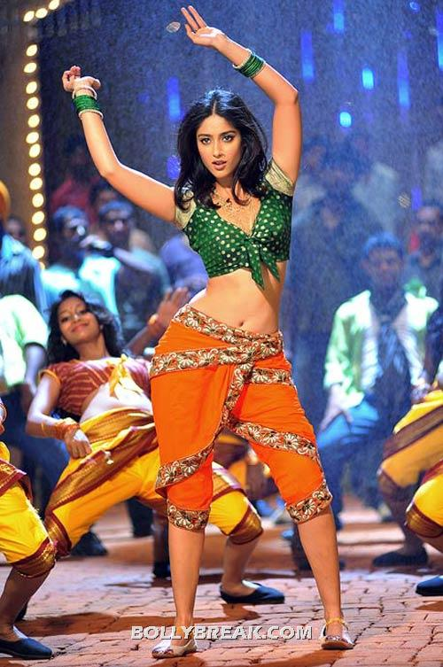 Ileana Hot Dance in marathi Dress - Hot Navel show - (8) - ILeana Barfi movie Heroine Hot Navel Pics from south