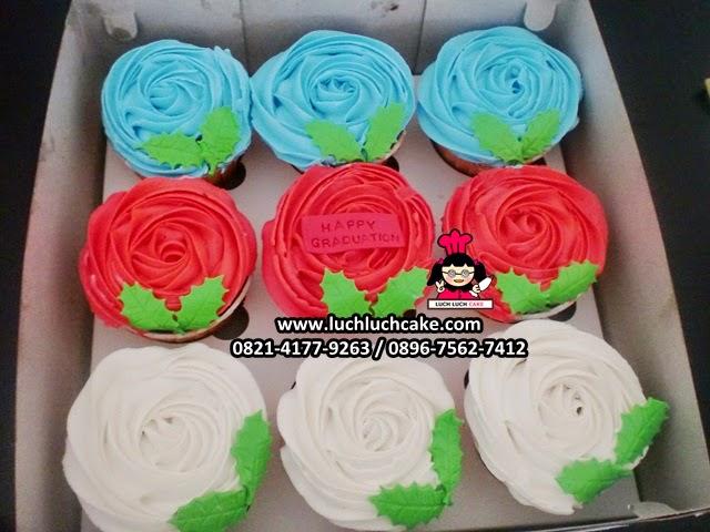 Cupcake Bunga Buttercream Untuk Hadiah
