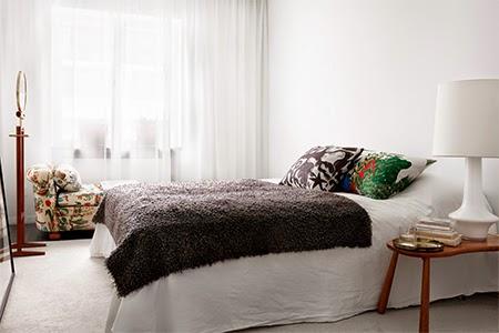 quarto com paredes claras