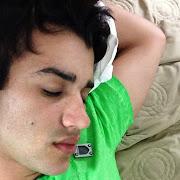 Gusttavo Lima tira foto 'dormindo': 'A pilha acabou, amores' (gusttavolima instagram )