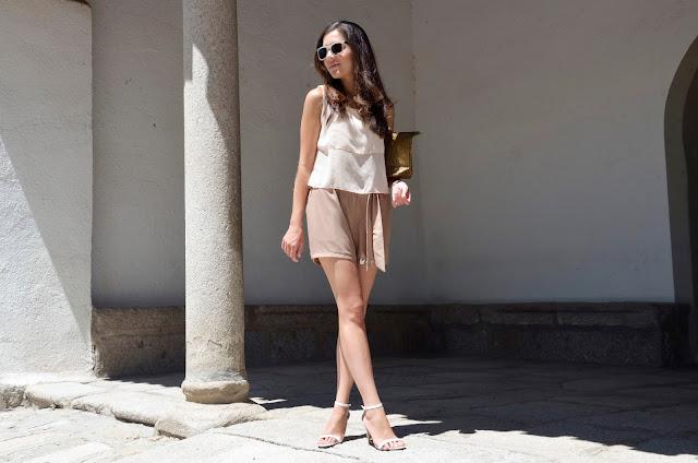 mono-beige-jumpsuit-look-verano-trends-gallery-tonos-tierra