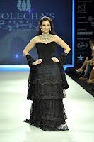 Dia, Mirza, walks, the, ramp, for, Golecha's, Jewels, at, IIJW, 2012, Day