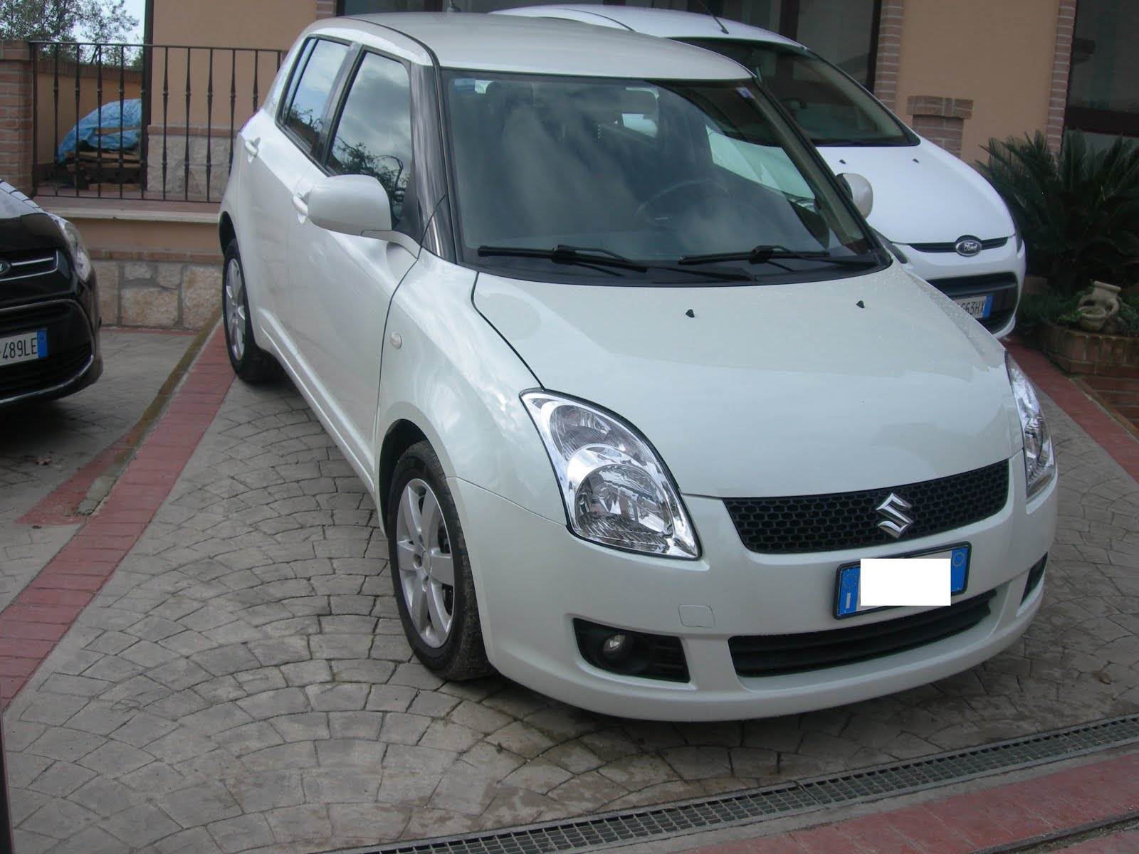 SUZUKI SWIFT 1.3 BENZINA 4X4 ACC: FULL OPTIONAL ANNO 2009 CON 120.000 KM PREZZO 5.000,00 EURO
