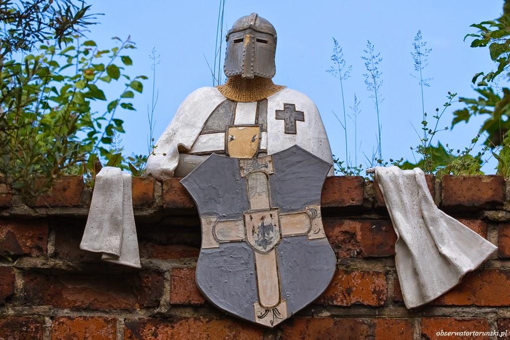 Krzyżak na murze