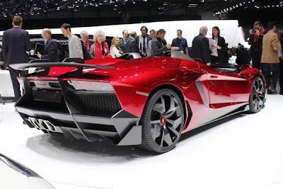 Nova Lamborghini Aventador J é apresentada em Genebra