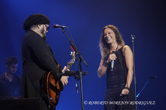 espectacular concierto ofrecido por la banda española Chambao en el habanero teatro Karl Marx,