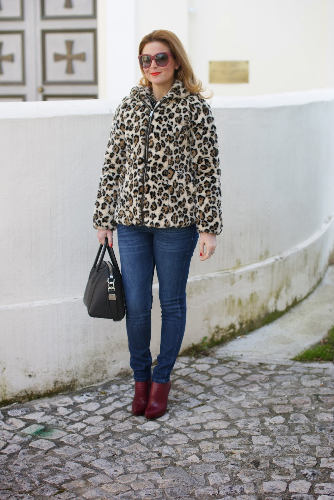 How to wear faux fur, ecofur trend, leopard faux fur, Givenchy Antigona bag small, Fashion and Cookies fashion blog, fashion blogger