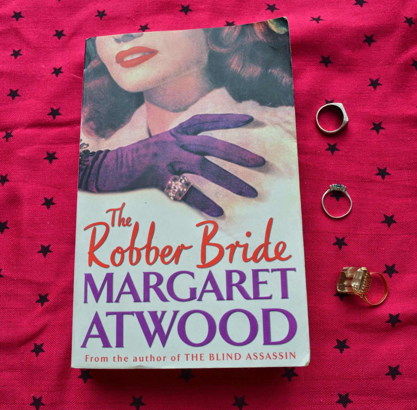 The Robber Bride, Margaret Atwood, paperback, spine, UK edition, review, Canadian, literature, feminism, second wave, book review,