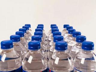 ΠΡΟΣΟΧΗ! Πίνετε από πλαστικά μπουκάλια; Διαβάστε και ξανασκεφτείτε το!