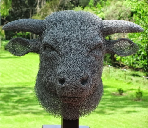 17-Bull-Chicken-Wire-Sculptures-Sculptor-Ivan-Lovatt-www-designstack-co