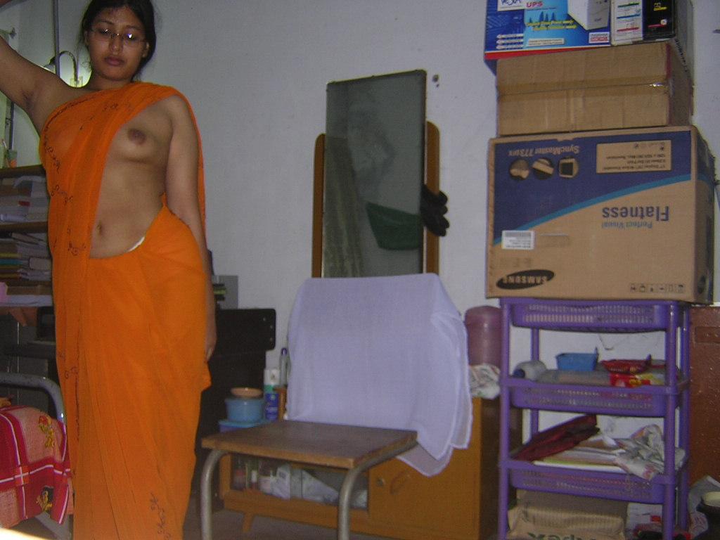 Houewife bigtit photo bangladeshi