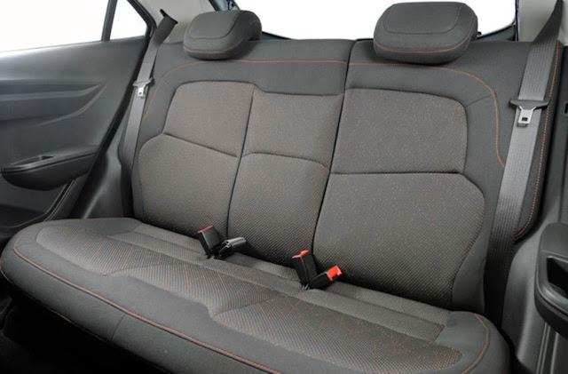 Onix LTZ 2014 Automático - espaço traseiro