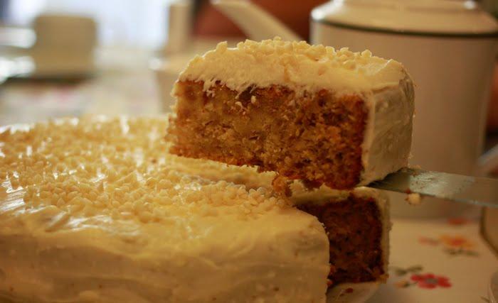 corte de la tarta colibrí crema de queso cobertura