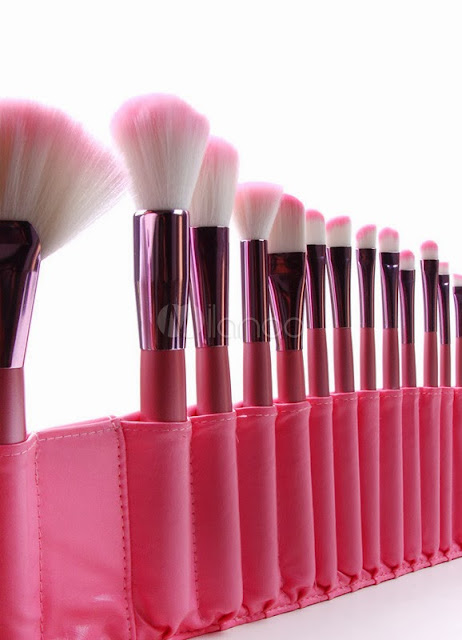 Holiday Gifts 2013 - Chic Pink Polyester Microfiber 22 Pieces Makeup Brush Sets For Women