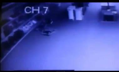 fantasma tira sabanas en un centro comercial en texas, eeuu