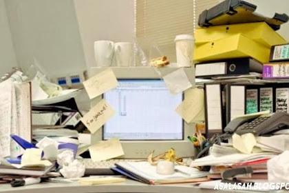 Meja Kerja Berantakan Bikin Orang Jadi Kreatif