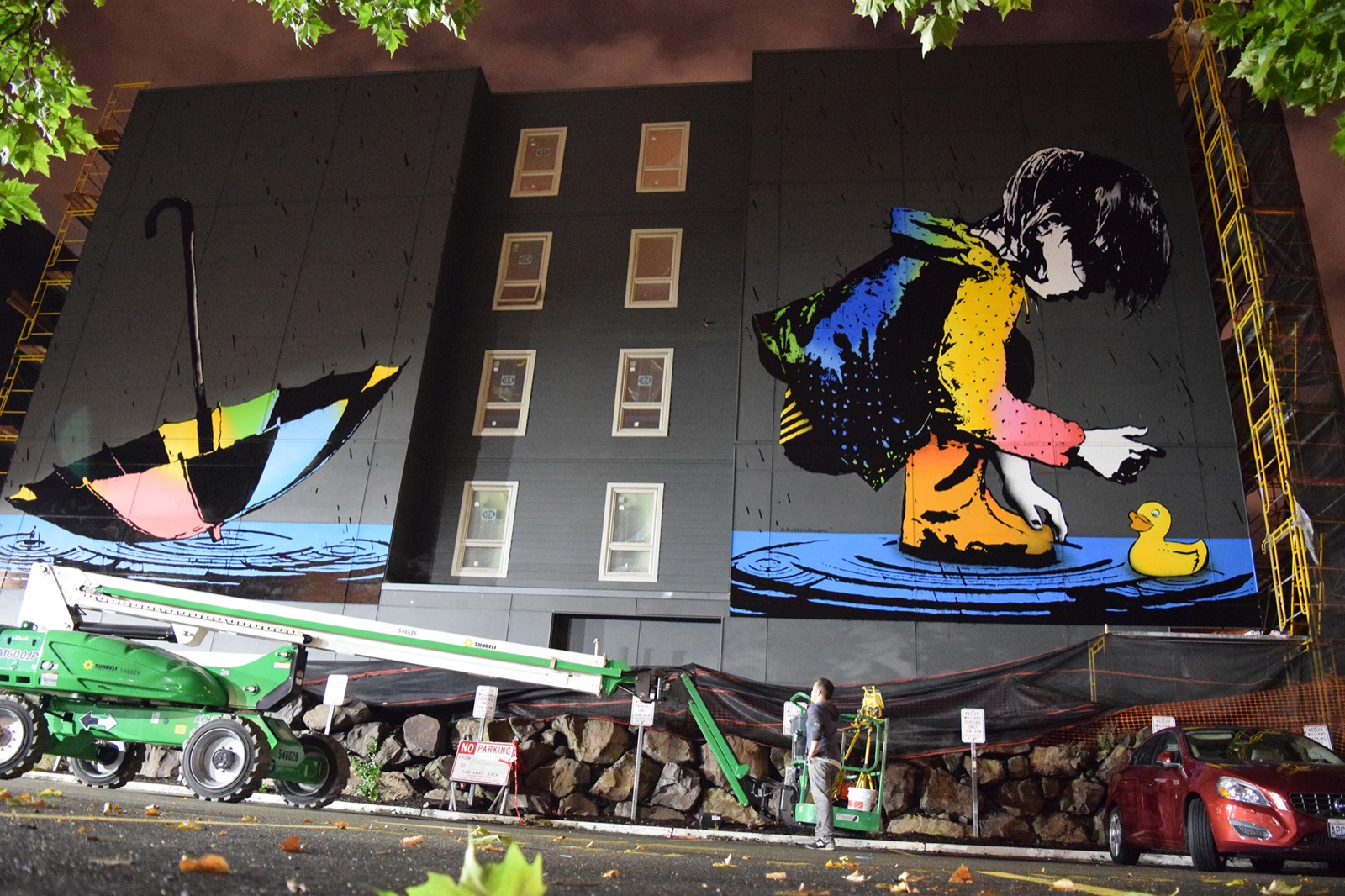 Bumblebee creates a large mural in seattle usa for Concerts at the mural seattle