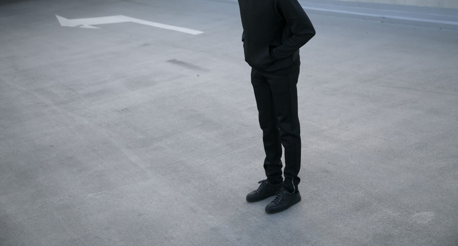 JONTHEGOLD minimal black neoprene tracksuit with etq sneakers antwerp blogger