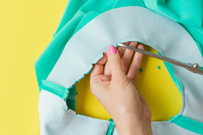 Sewing Orla: Neckline facing + side seams