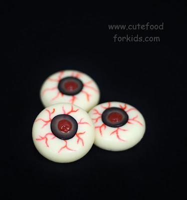 http://www.cutefoodforkids.com/2012/09/healthy-halloween-snack-cheese-eyeballs.html