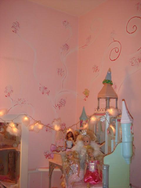 Im kinderzimmer 2 barbie und ihr schloss - Barbie kinderzimmer ...