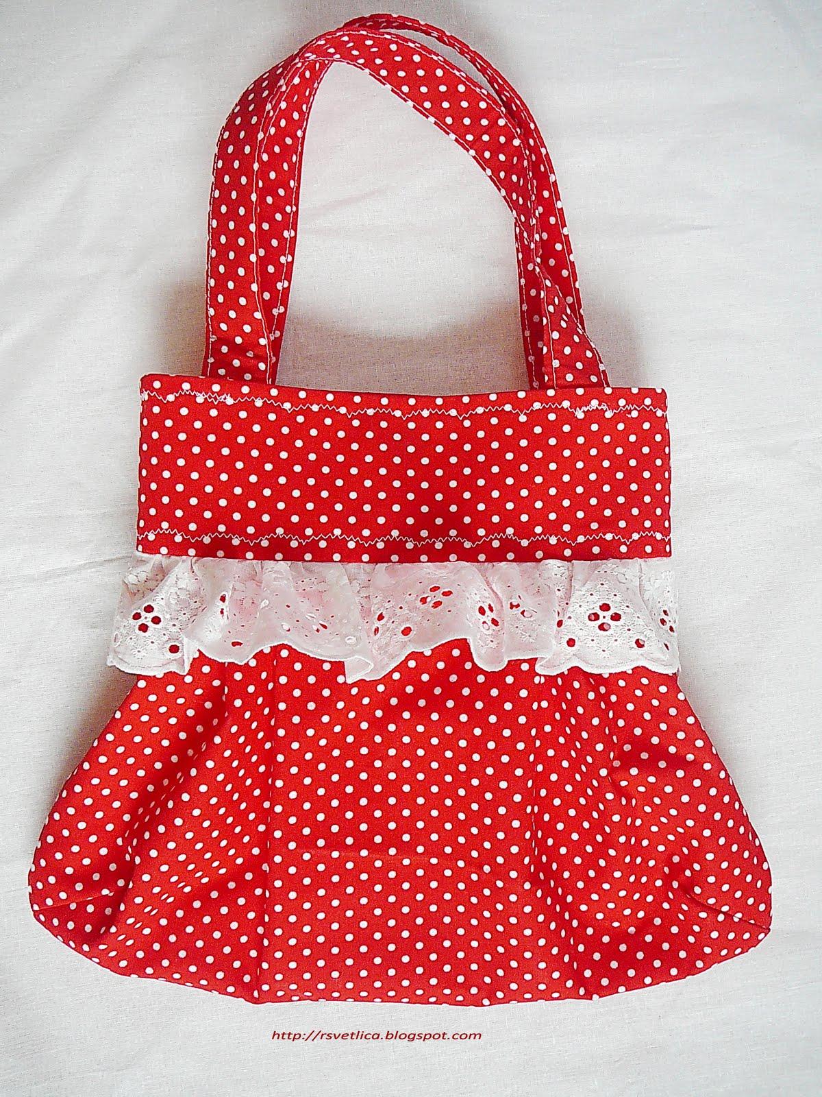 Небольшая сумочка для девочки размером 20х30 см. Сшита полностью из хлопка.  Оборка из натурального шитья.