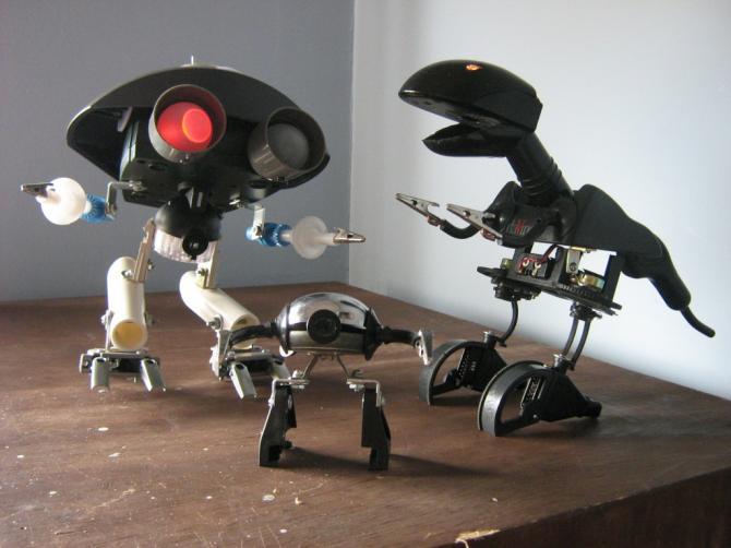 Robots caseros con material reciclado. | Quiero más diseño