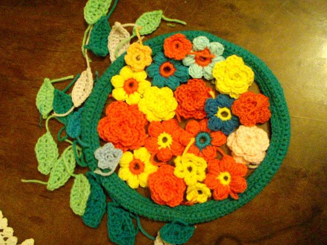 flower wreath crochet leaves roses puff stich