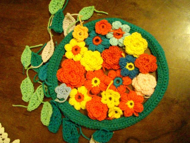 flower wreath crochet leaves roses puff stich