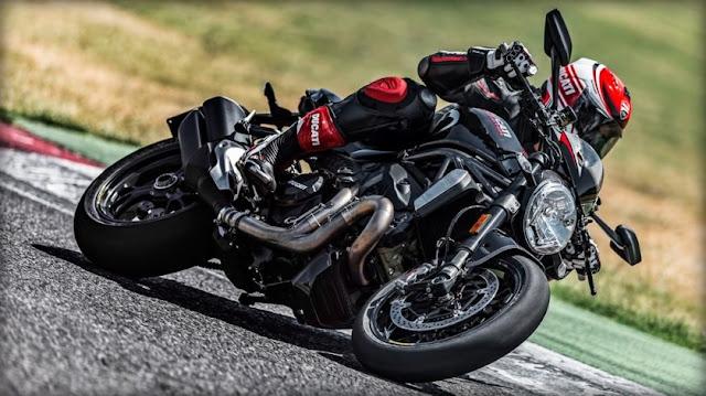 Bentuk sangar tenaga juga sangar . . perkenalkan inilah dia Ducati Monster 1200R !