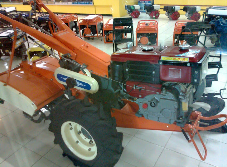 Mesin traktor tangan bajak sawah