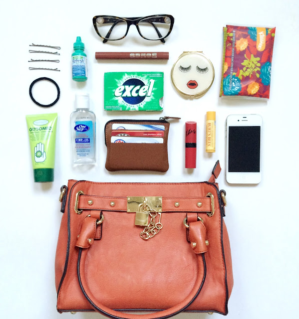 What's in the purse of The Sunday Wardrobe