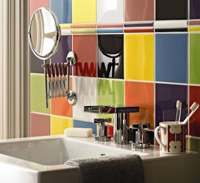 Decoraci n de paredes del ba o con azulejos de colores for Paredes con azulejo