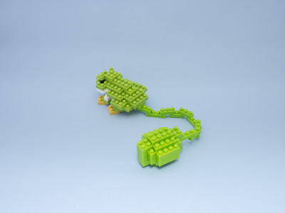 ナノブロックで作った かえるのおもちゃ