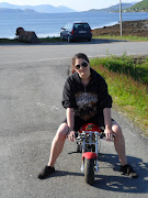 Kjæresten min er dum nok til å la meg kjøre pocket bike