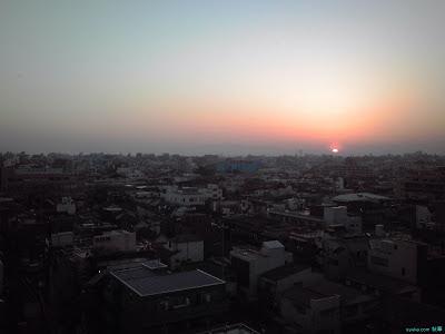 夕日とUFO