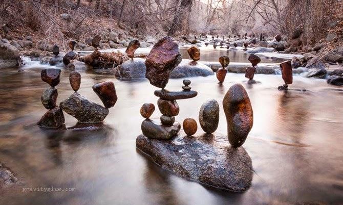 """Nghệ thuật cân bằng đá của """"phù thủy"""" Michael Grab"""