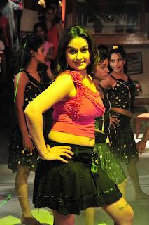 Sonia Agarwal Item Song Pictures 003.jpg