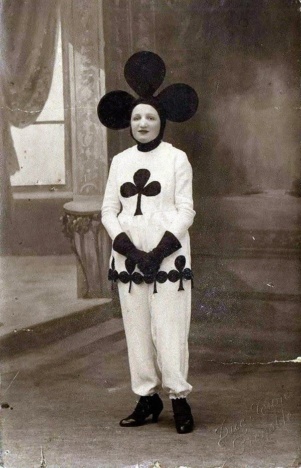 Crazy Halloween Outfits from The Past 1