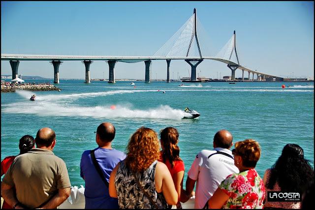 http://www.lacostadecadiz.com/index.php/galerias-de-fotos/category/233-andaluz-de-motonautica-en-cadiz-2015