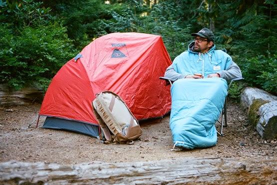 着る寝袋POLeRの「THE NAPSACK」がカワイイ