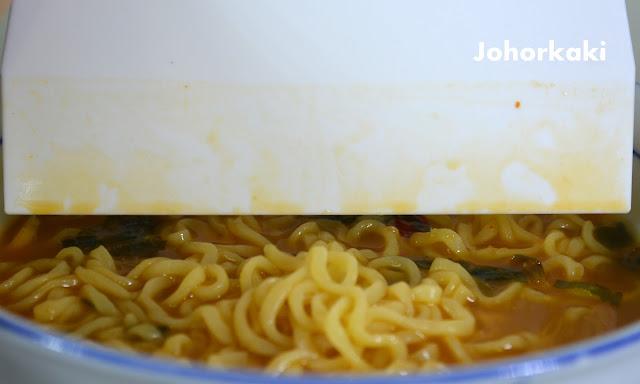 Paldo-Seafood-Noodle-Soup