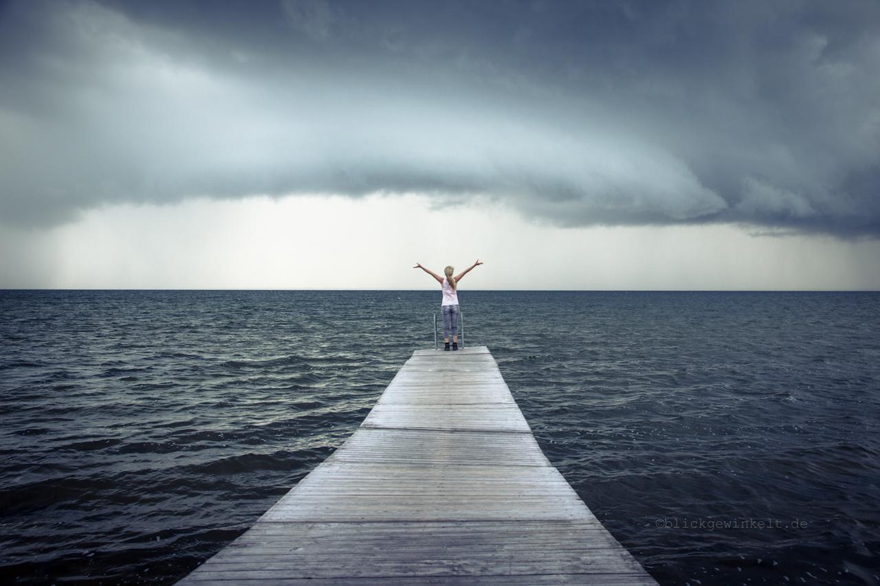 Freiheit am Meer. Gewitterwolken.