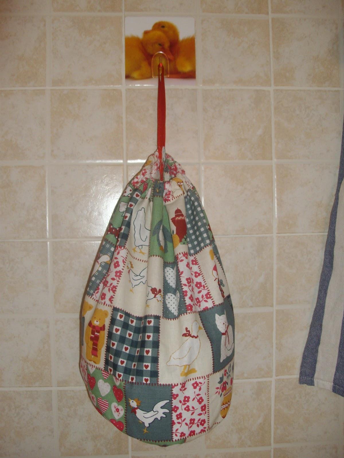 Gomitoli di cannella porta sacchetti - Porta sacchetti ...