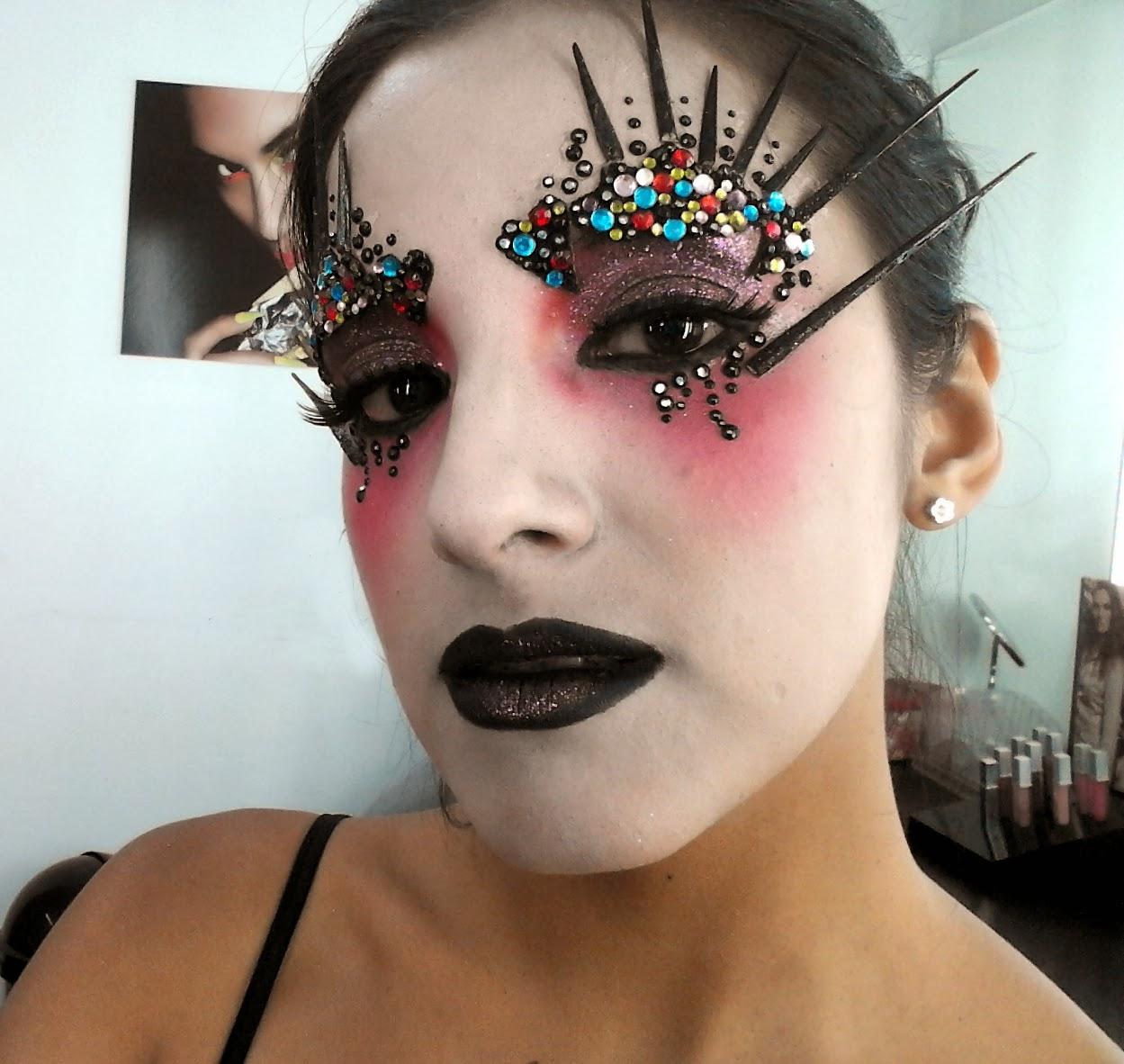 maquillaje con pedrería