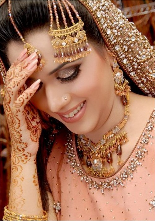 The Beauty of Pakistani Wedding Dresses 005 - Make up of the day 16th june 2011