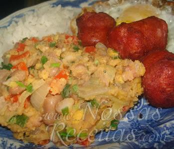 deliciosa receita de farofa úmida com feijão